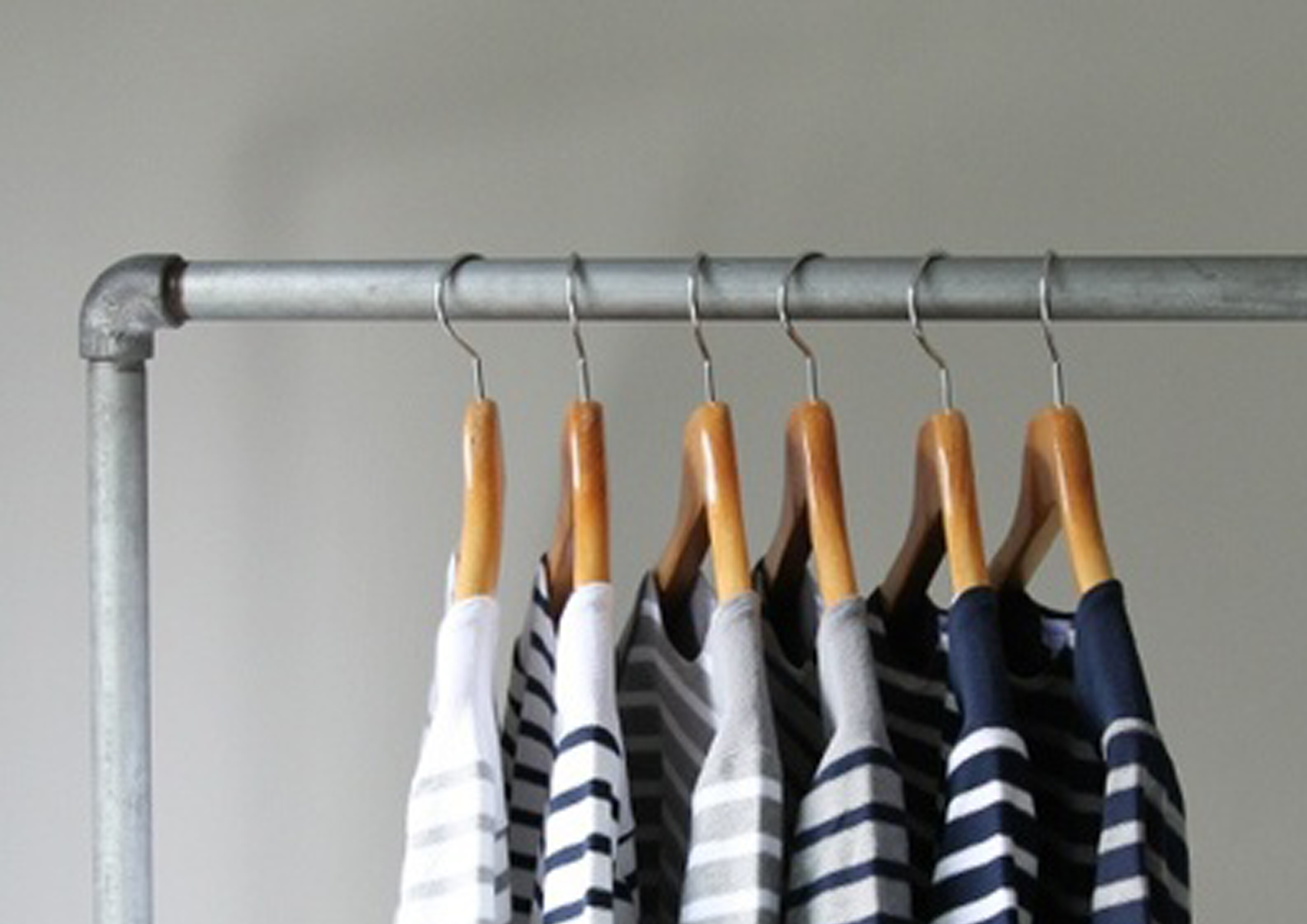 how to say hang up the clothes in italian